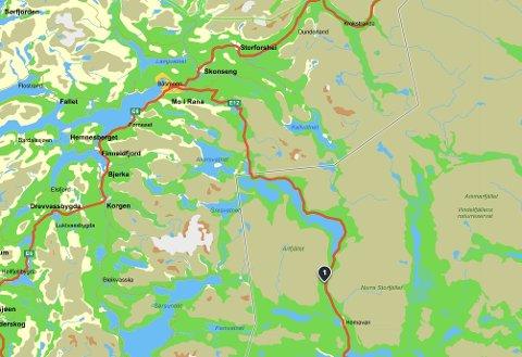 Ulykken skal ha skjedd nær Stintbäcken langs E12 mellom grensen og Hemavan.
