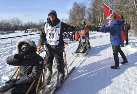 Joar Leifseth Ulsom lader opp til en ny sesong som hundekjører. Som vanlig er det Iditarod i mars som er sesongens store mål. Men denne gang blir det et helt spesielt løp med mange restriksjoner. Årsak: Koronaen.