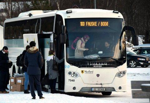 Får ikke betale: Det er foreløpig slutt på at passasjerer får gå inn foran i busser og kjøpe billetter der. Det er en mulighet ikke mange benytter seg av.