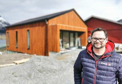 Daglig leder Andreas Aasvik ved Bra-Pro AS ser fram til å flytte kontor, butikk og kundemottak inn i nye lokaler.