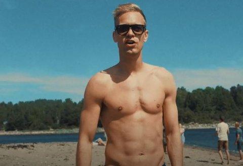 TIL JEVNAKER: Mads Hansen og sommerhiten «Sommerkroppen.»