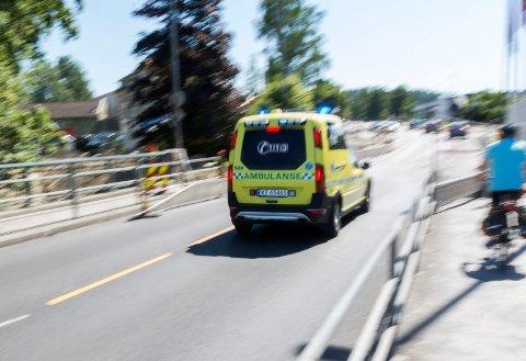 MØTENDE AMBULANSE: Kjører du til side når du møter en ambulanse i motgående retning?