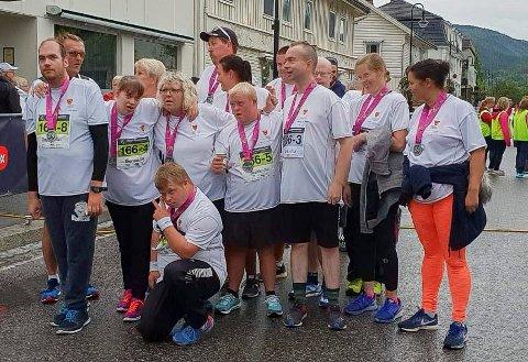I MÅL: Aurora arbeidssenter kom i mål i Ringeriksmaraton for femte gang. For de ansatte betyr det mye å få delta.
