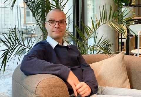 MILJØIDÉ: Stein Tomassen (47) fra Hønefoss er utdannet på NTNU i kinstig intelligens. Han har løsningen på feilbestillinger av lær på nettet. - Retur av varer fra netthandel er belastende både for produsenter, leverandører og miljø, sier han.