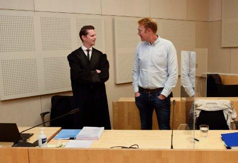 ANNEN FORKLARING: Advokat Andreas Dale og utbyggingsdirektør Stig Rongved hadde en annen forklaring på råteskadene enn sameiet.