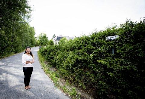 Nytt : Flaviana Finskud synes veien Elgfaret bør få navnet til svigerfaren hennes, nå avdøde Bjørn Ivar (innfelt). Han bygde huset og eiendommen Flaviana og familien bor i. Han hjalp også Flaviana mye da hun kom til Norge fra Brasil i 2005.  FOTO: LISBETH Lund ANDRESEN