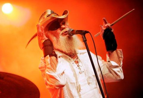 MANGEÅRIG FRONTFIGUR: Vokalist Ray Sawyer i Dr. Hook under en konsert i Ullensaker kulturhus i forbindelse med Jessheimdagene 2005.