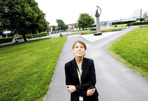 TILSPISSET: Kommunikasjonssjef Heidi Lippestad i Lillestrøm kommune mener det pleier å bli en tilpasset situasjon om saker kommer ut i mediene.  FOTO: TOM GUSTAVSEN