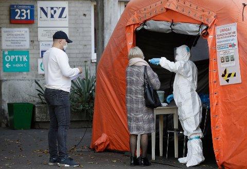 MOBILISERER HÆREN: Ved landets hovedsykehus i Warszawa melder legene at de ser en økning i pasienter som dør av kreft og andre sykdommer, rett og slett fordi legene ikke har tid til å gi dem hjelpen de trenger.