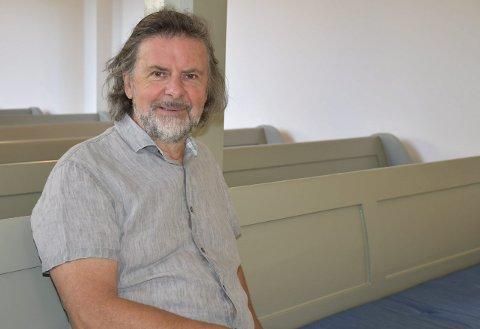 STOLT KIRKEVERGE: Svein Beksrud er fornøyd med oppussingen av Sande kirke som har vart et år og nå kan han få vise fram resultatet. Alle foto: Ingunn Håkestad Bråthen
