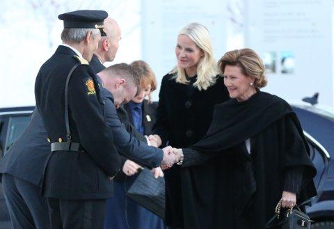 Nye Norges Olympiske Museum på Maihaugen på Lillehammer ble åpnet av Dronning Sonja med kronprinsesse Mette Marit blant gjestene. Her ankommer de kongelige museet.