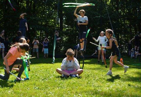 SOMMERSKOLE: På sommerskole i bogen fikk barna et møte med alt fra gjøgleri til akrobatikk og teater.