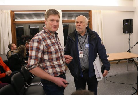 Leidulv Harboe (Sp) sammen med kommuneoverlege Hans Petter Torvik i forkant av møtet.