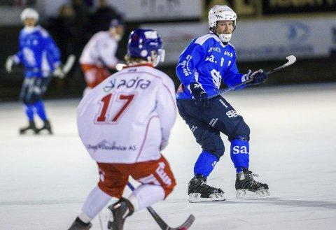 TILBAKE: Onsdag kveld var Lars Bjørge Thorsen tilbake på isen for å gi sitt bidrag i kampen om den siste sluttspillplassen.