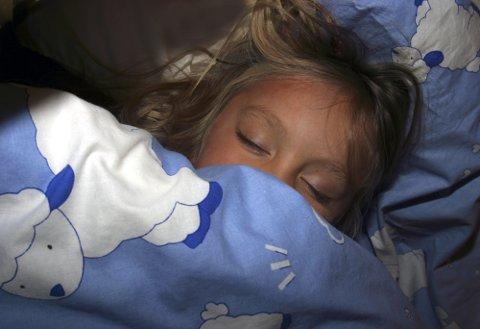 Jente som sover. Drømmer. Søvnmønster. Trygghet. Barndom. Drøm. Trygg. Hvile. Harmoni. FOTO: SCANPIX  - - MODEL RELEASED - MODELLKLARERT - -