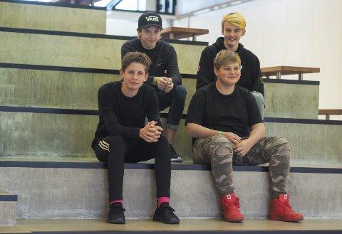 ORGANISERER: F.v. Neo Fossum (14), Adrian Karlson (13), Benjamin Nilsen (14) og Rafael Stene (14) fra Askim var med i lan-crewet.