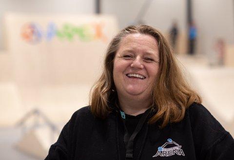 Sigrid McEntire ler mye og stortrives med å sørge for at barn og unge har et godt fritidstilbud på Tjelta.