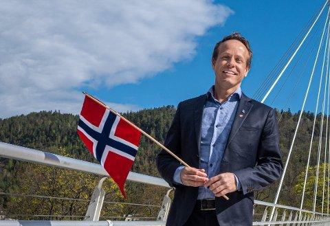 TROR PÅ SVELVIK: Mads Hilden er leder i hovedutvalget for kultur, idrett og frivillighet. Han har stor tro på Svelvik i forbindelse med årets Frivillighetspris.