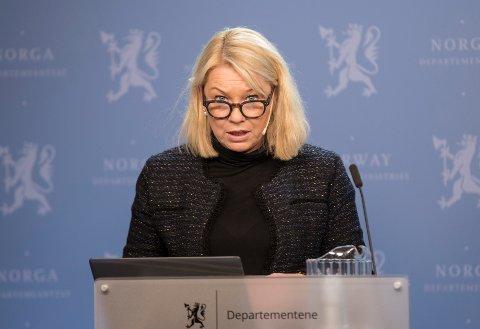 Kommunal- og moderniseringsminister Monica Mæland legger fram forslag til ny kommunelov.