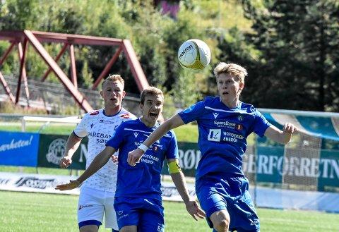 RØDT KORT: I løpet av fem minutter i 1. omgang pådro Alexander Rønning-Olsen seg to gule kort for holding. Dermed måtte NFK 55 minutter med 10 mann mot Odd 2.  Henrik Gustavsen (kaptein).