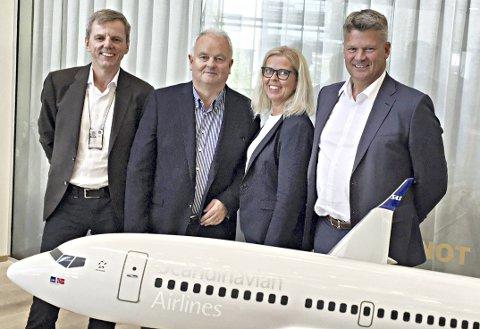 Samstemt: Jan Inge Bleivik (fra venstre), Øivind Hoem, Heidi Jørgensen Gjersvold og Finn Backer ser fram mot å sette inn Boeing 737 flymaskin mellom Kristiansund og Oslo.