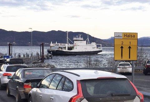 Tekniske problemer gjorde at noen av avgangene mellom Halsa og Kanestraum ble innstilt onsdag kveld.
