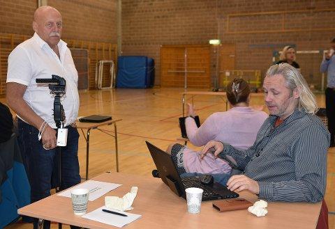 TREKKER: Ordfører Odd Jarle Svanem (til venstre) beskrev innsynsbegjæringen fra Einar Vaagland (HalsaLista) som vanvidd. Nå har Vaagland gitt beskjed om at han trekker tilbake innsynsbegjæringen av 15.699 dokumenter.