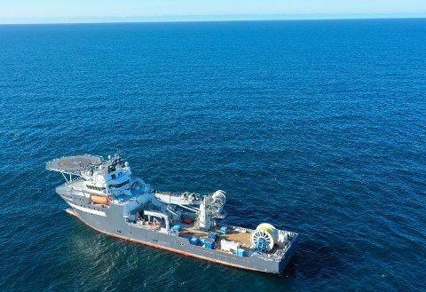 «Olympic Challenger» har lagt en 39 km lang fiberoptisk kabel som skal benyttes av Njord-feltet i Norskehavet.