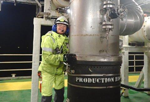 Ved å redusere trykket på gassen som sendes inn i røret som fører gassen til Kårstø, har Kristin-feltet i Norskehavet kuttet utslippene av CO₂ med inntil 15.000 tonn i året og spart kostnader på inntil 18 millioner i året. Her ser vi prosessoperatør Anne Berstad på Kristin.
