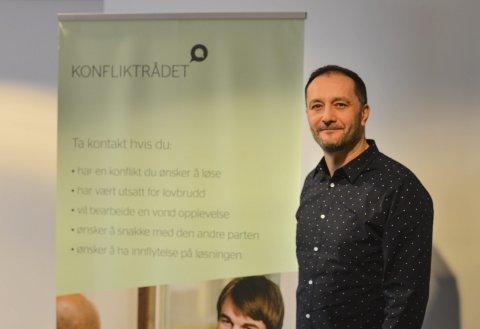 Agron Tahiri er leder i Konfliktrådet i Vestfold.