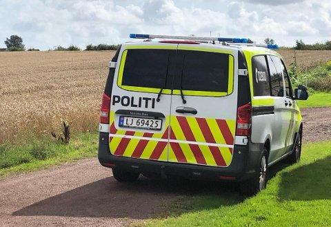 RYKKET UT: Politiet rykket mandag ettermiddag ut til Sem etter melding om at en mann hadde skutt med hagle fra en traktor.