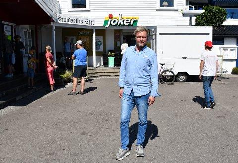 KONGEN AV HVASSER: Stein Iversens Joker-butikk er den eneste forretningen som holder åpent utenfor sesongen på Hvasser.
