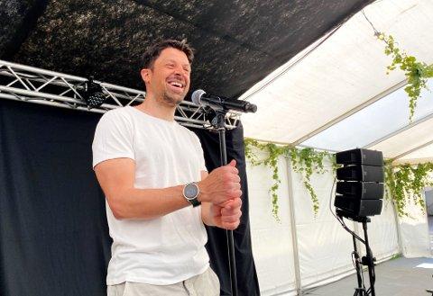 KLAR FOR SCENEN: Nils-Ingar «Nilsi» Aadne gleder seg til sparke i gang showsommeren i Tønsberg med sin nye forestilling «Da var det oss» på Villa Nordbyen.