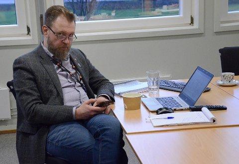 ADVARER: Rådmann Peter Ardon fremfører i økonomiplanen en bekymring over den økonomiske utviklingen i kommunen.