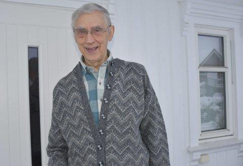 Bruker pensjonisttilværelsen som forfatter: Johannes Torstveit kjeder seg ikke, men har mange oppdrag. Foto: A.D.