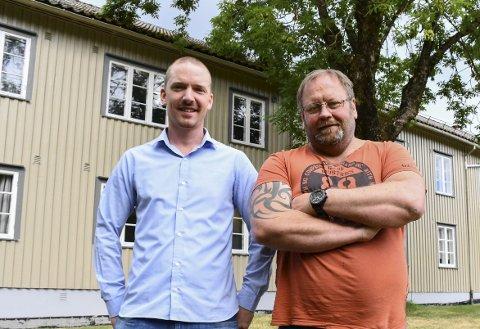 DOBBELT OPP: Brødrene Jørn og Rune Hellevik eier både driften og bygget til Englegård behandlingssenter. De betaler dermed husleie til seg selv. Og det er ikke småtterier hva de skal ha i måneden for den gamle gjestegården i Holt.