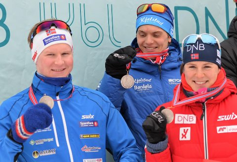 Sølv: f.v. Sigrid B. Neråsen og Vemund R. Gurigard på laget sammen med Harald Øygard fra Skrautvål IL.