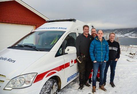 AMBULANSE: Jon Helge Solemsli, Gorm Engen, Bjørn Olav Søndrol og Tor Erik Tveit Berge i Grindaheim Røde Kors hjelpekorps er godt nøgd med ein beredskapsambulanse på plass i Vang.