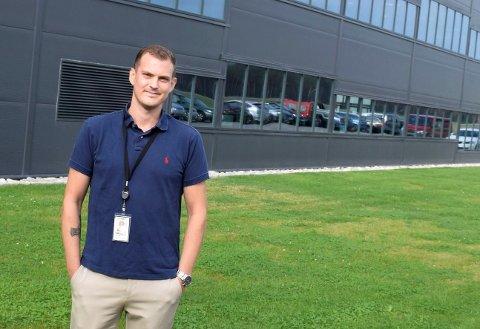 GOD UTVIKLING: Lars Kristiansen leder produksjonsavdelingen til FLIR på Eggemoen.
