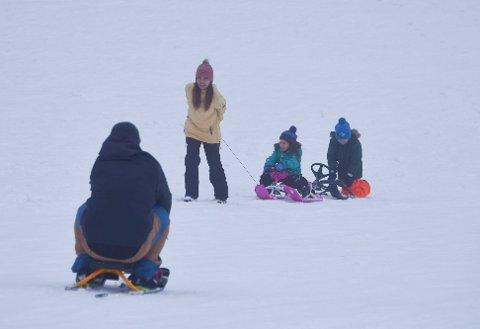 Blir det forhold for aking og lek i snøen i vinterferien? Vi har spurt meteorologen hvordan været blir.