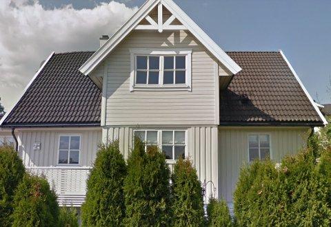 Løkkeveien 8 (Gnr 61, bnr 226) er solgt for kr 9.000.000 fra Øyvind Roy Håkonsen og Nina Elisabeth Kristiansen til Dennis Solheim og Marianne Solheim (04.03.2021)