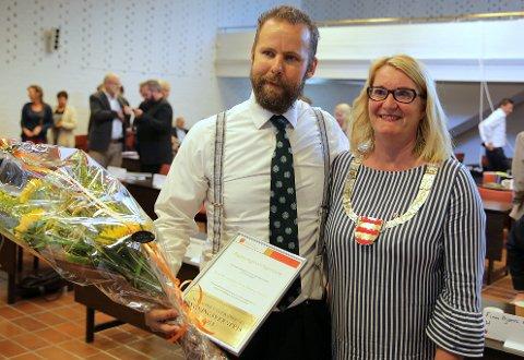 Torgrim Landsverk vant, sammen med Nancy Ciancio, Aust-Agder fylkeskommunes bygningsvernspris for 2018. Prisen ble delt ut av fylkesordfører Gro Bråten.