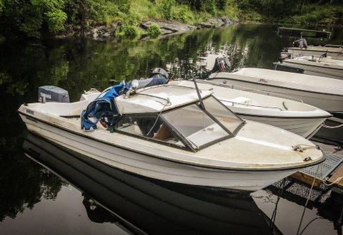 ETTERLYS EIGAR: Båten av typen Westling ligg fortøyd ved Hobby Boats AS på Eikanger.