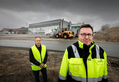 Hans Petter Gregersen, administrerende direktør for Widerøe Technical Services, og Knut Hagen, administrerende direktør for Widerøe Property AS.