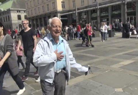 Fredrik Bødtker likte opptoget til Bergen Byspill lørdag ettermiddag, og mener det burde vært mer slikt.
