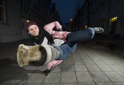 Daniel Grindeland danser Europa rundt med den svenske forestillingen, Swan Lake Reloaded.