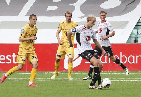 Rett inn i elitelaget: Vegard Leikvoll Moberg ble hentet fra Åsane til Sogndal på fredag. Sogndal solgte Babacar Sarr til Molde, og «Leik» fra Os fikk umiddelbart kjenne på eliteserien. Osingen ble byttet ut etter 71 minutter.