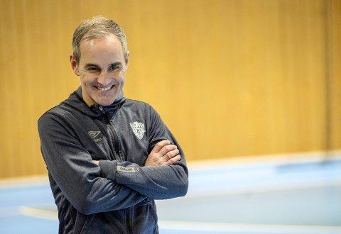 Morten Fjeldstad har vært rundt omkring i håndballverden, og etter to år gir han seg i TIF Viking. – Vi er veldig fornøyde med jobben han har gjort, sier daglig leder i TIF Viking, Roger Gjelsvik.