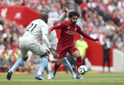 Liverpool og Mohamed Salah (t.h.) har ikke vært like sprudlende spillemessig i de tre første kampene som de var sist sesong. De har likevel full pott etter tre kamper.  (David Davies/PA via AP)