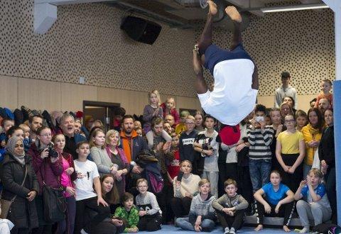 Publikum fikk se mange spektakulære eksempler på tricking, en kombinasjon av spark fra kampsport, turn og breakdance.